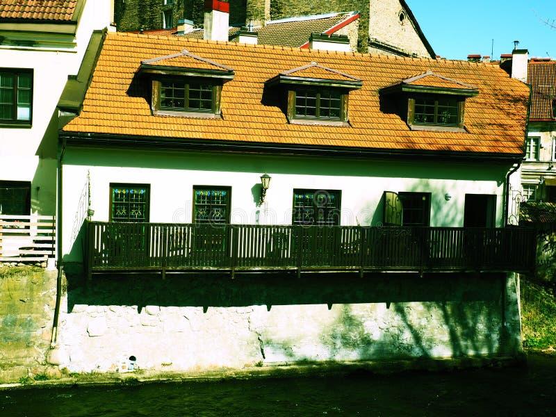 Das Gasthaus in Vilnia-Fluss stockfoto