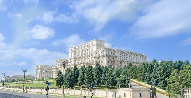 Das Gebäude rief Casa Poporului (das Haus der Leute), quadratische Piata Constitutiei an Bucharest, Rumänien stockfotografie