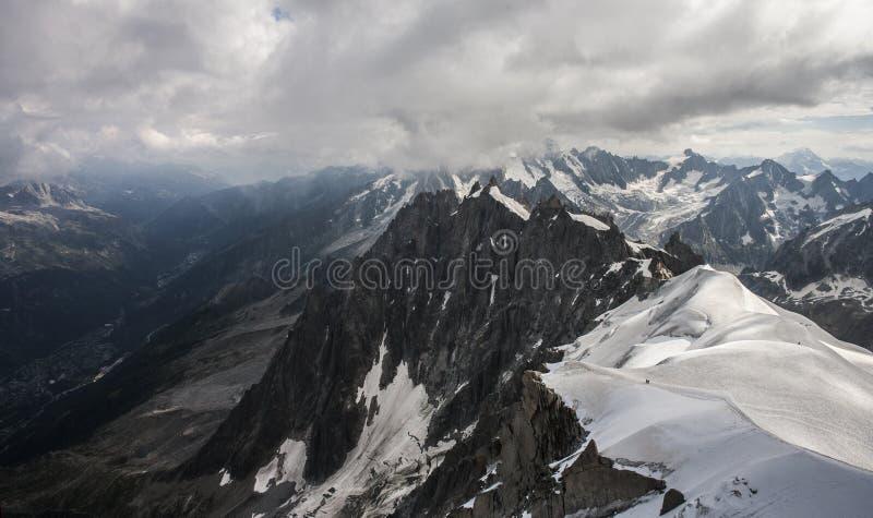 Das Gebirgsmassiv von Mont Blanc stockfotos