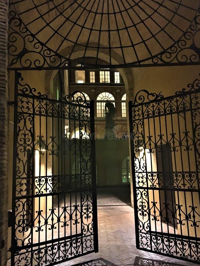 Das geheime Tor, die Märchen und der Mythos stockfotos