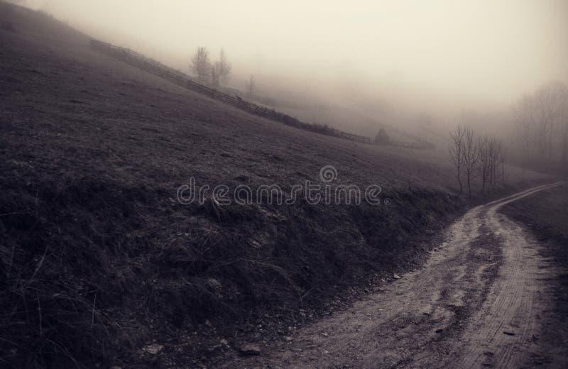 Das Geheimnis aus Nebel Sacelului-Berg heraus lizenzfreies stockfoto