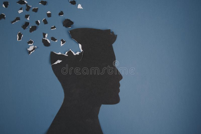Das Gehirnstörungssymbol, das durch menschlichen Kopf dargestellt wurde, machte Formpapier Kreative Idee für Alzheimerkrankheit,  stockbild