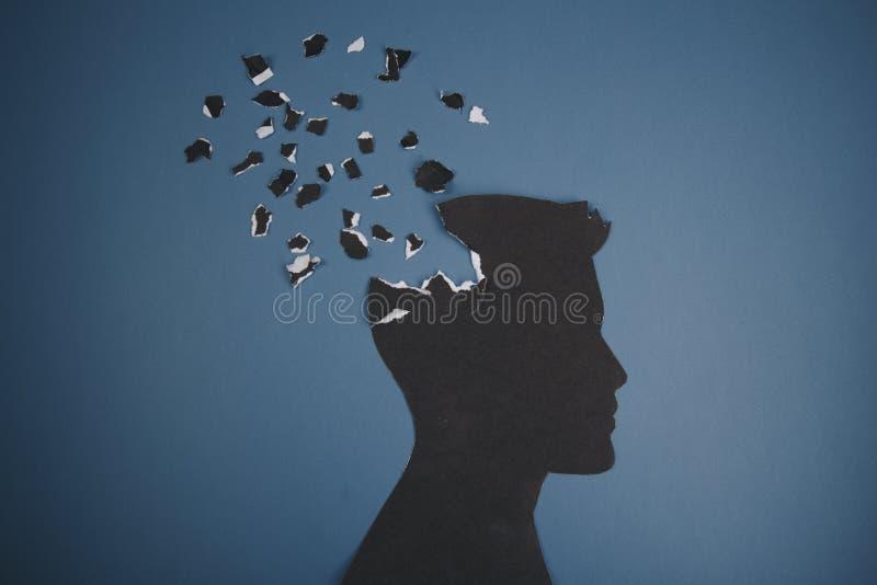 Das Gehirnst?rungssymbol, das durch menschlichen Kopf dargestellt wurde, machte Formpapier Kreative Idee f?r Alzheimerkrankheit,  lizenzfreies stockfoto