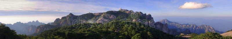 Das gelbe Bergchina-Panorama stockfotos