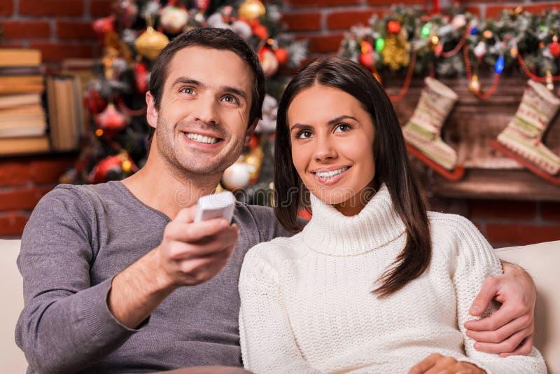 Das Genießen von Weihnachten stellt zusammen dar lizenzfreie stockfotos
