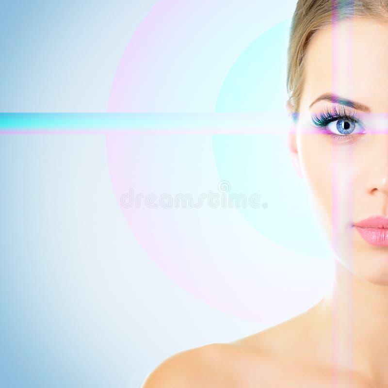 Das Gesicht der Sch?nheit mit Akzent auf Augen lizenzfreie stockfotos