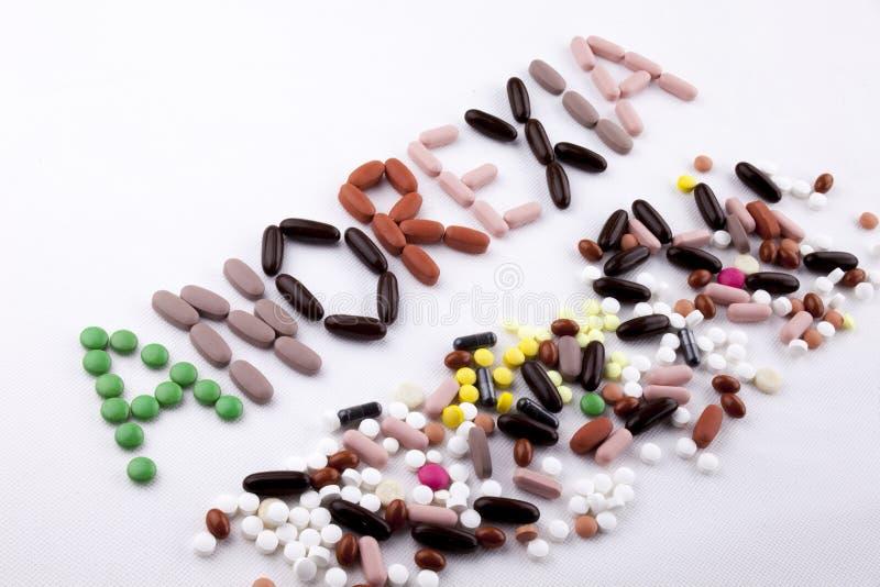 Das Gesundheitskonzept medizinische Behandlung der Handschrifttexttitelinspiration, das mit den Pillen geschrieben wird, mischt K stockfotos