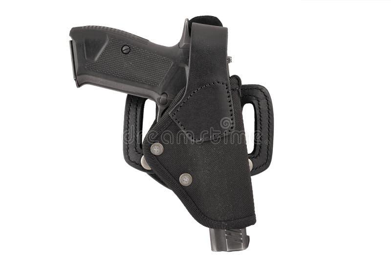 Das Gewehr in einem taktischen ledernen Pistolenhalfter Getrennt lizenzfreie stockfotos