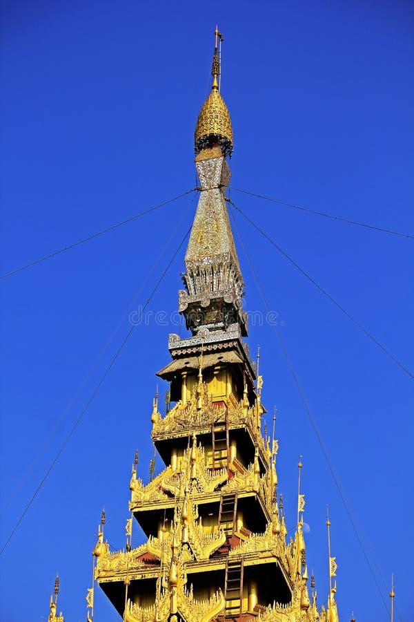 Das goldene stupa des Palastes Mandalay auf Myanmar stockbild