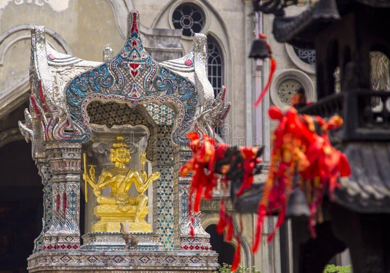 Das goldene vier-gesichtige Brahma (Phra Phrom) stockbild
