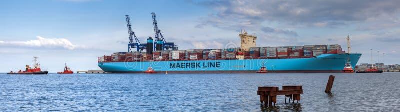 Das größte Containerschiff in der Welt im Hafen von Gdansk, Polen. lizenzfreie stockfotografie
