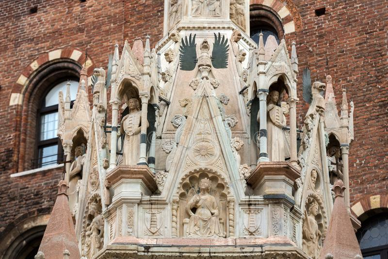 Das Grab von Cansignorio, eins von fünf gotischen Scaliger-Gräbern oder Arche Scaligeri, in Verona stockbilder