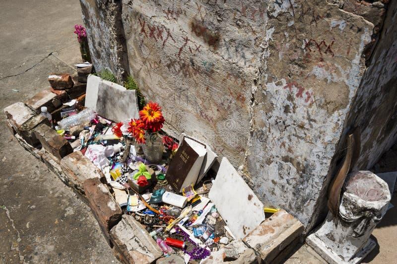 Das Grab von Marie Laveau im St. Louis Cemetery No 1 in New Orleans, Louisiana lizenzfreies stockbild