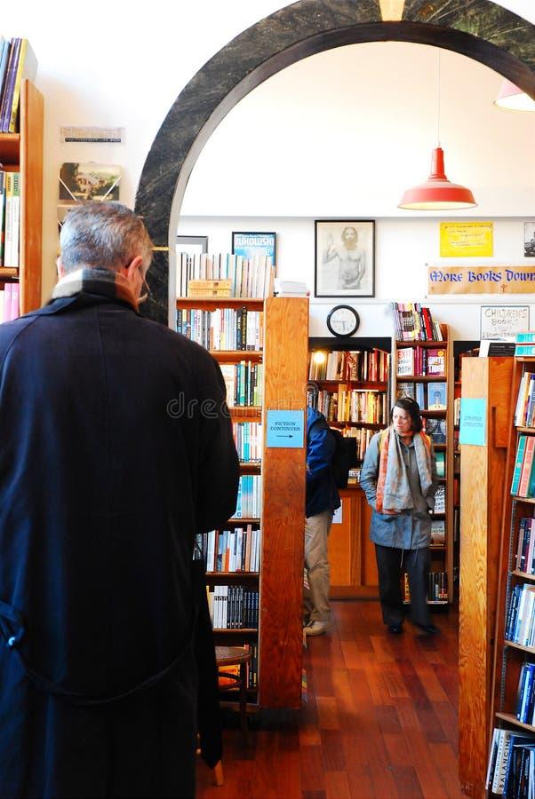 Das Grasen an der Stadt beleuchtet Buchhandlung, San Francisco stockfotografie