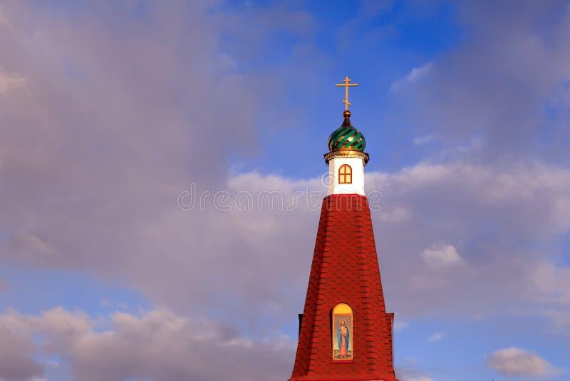 Das Green Dome der alten russischen christlichen Kirche gegen das b stockbilder
