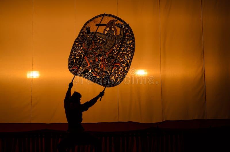 Das großartige Schatten-Spiel Thailändische Schattenmarionettenkunst stockfotos