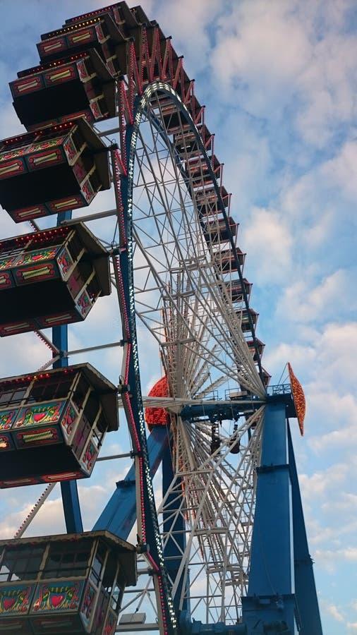 Das große Rad beim Oktoberfest stockfoto