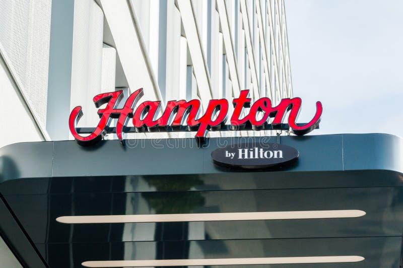 Das Hampton durch Logo und Zeichen Hilton lizenzfreies stockbild
