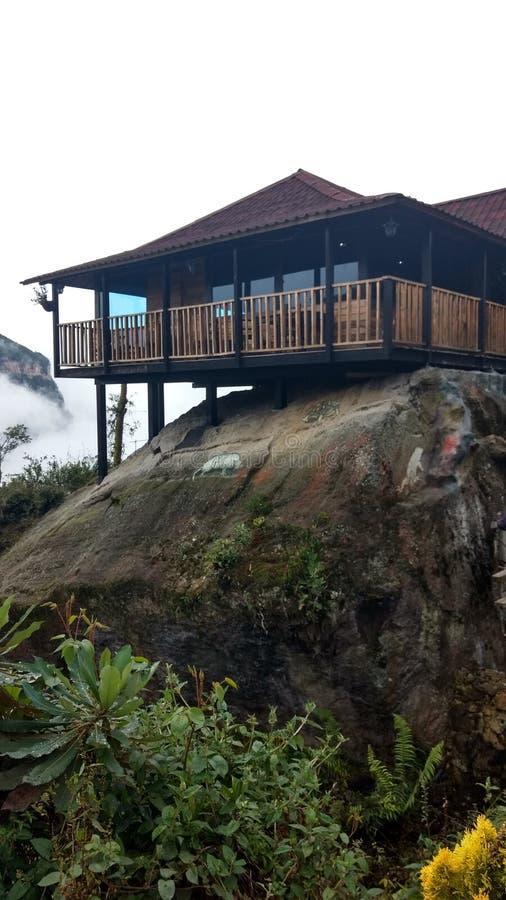 Das Haus auf dem Felsen lizenzfreie stockfotografie