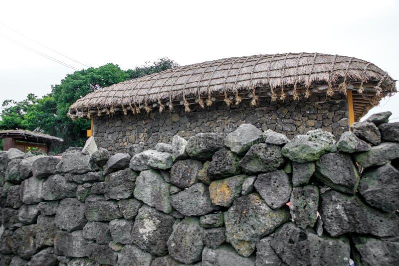 Das Haus der Trachtenmode für die Garage an Seongeup-Völkern V lizenzfreies stockbild
