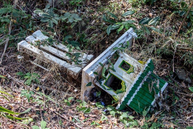 Das Haus des Geistes liegt in einem tropischen Regenwald lizenzfreies stockbild