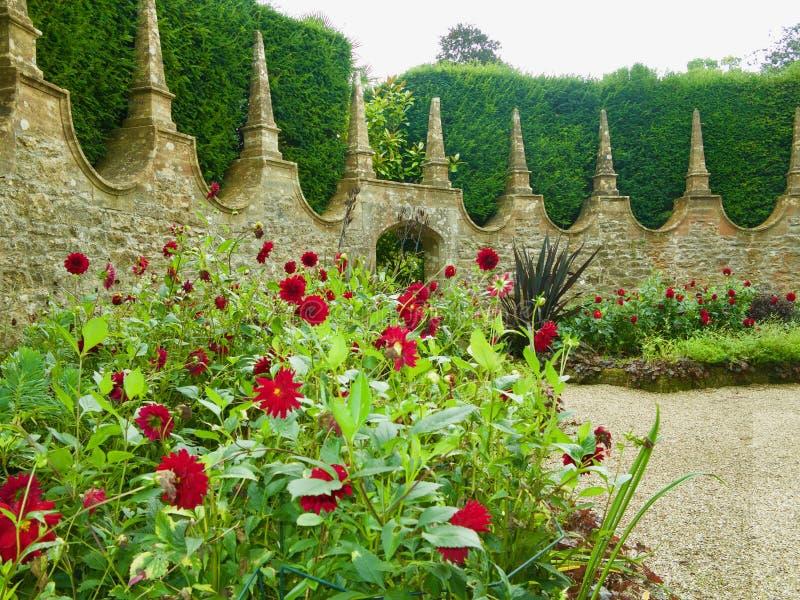 Das Haus und der englische Garten stockbild