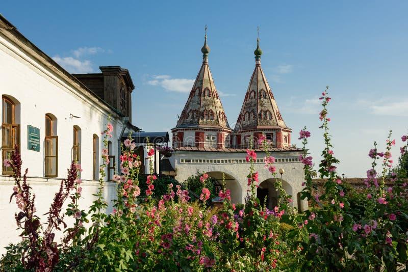 Das heilige Tor des Rizopolozhensky-Klosters Suzdal, Russland lizenzfreie stockfotos