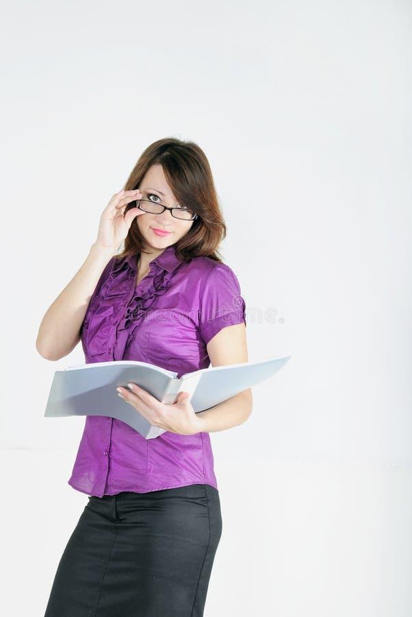 Das helle Mädchen mit dem täglichen Protokoll stockbild