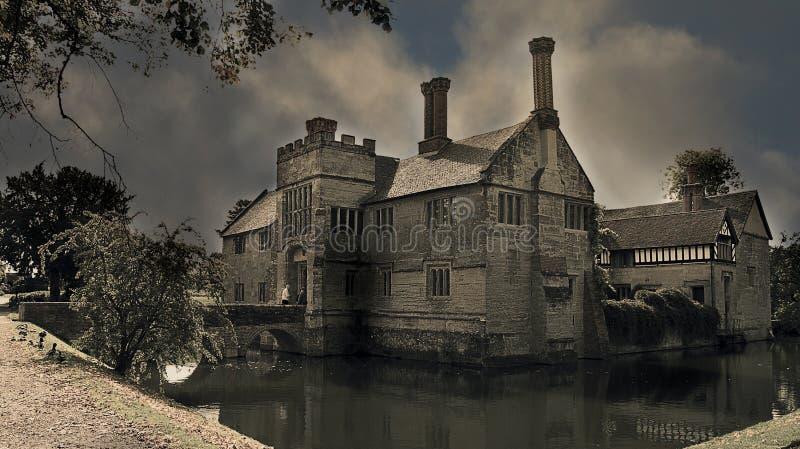 Das Herrenhaus des 13. Jahrhunderts nahe Warwick stockbilder