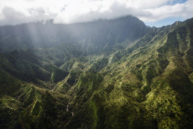 Das Herz von Kauai: Vogelperspektive des Bergs Waialeale stockfotos