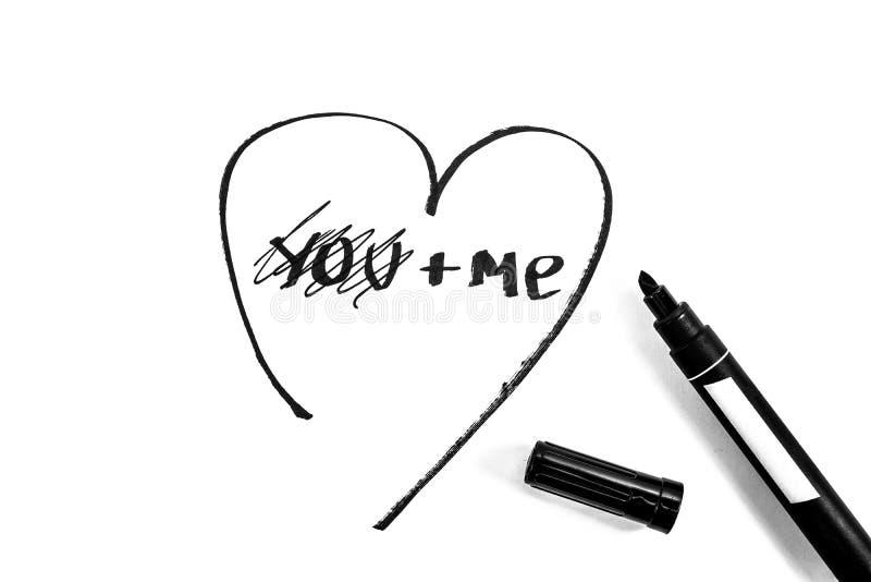 Das Herz wird mit Markierung, Schwarzweiss-Foto gemalt lizenzfreie stockbilder