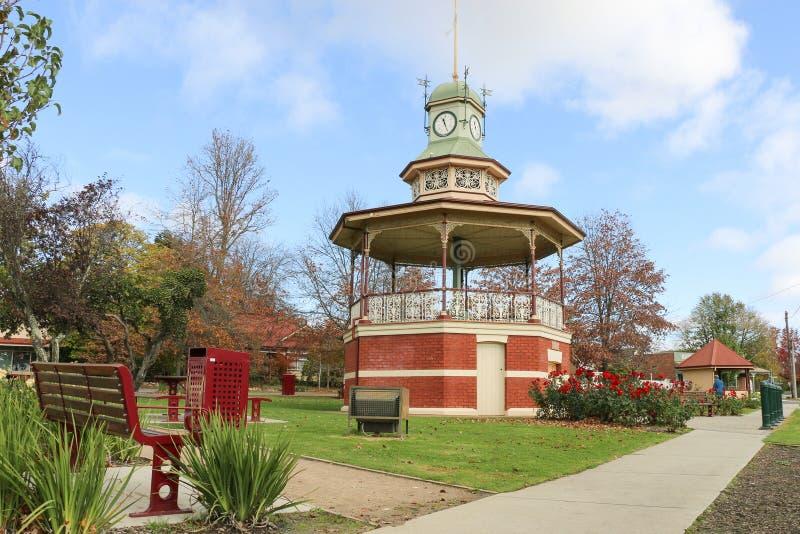 Das historische Rundbau Band und der Glockenturm 1903 wurden aufgerichtet, um die Herrschaft ihrer späten Majestät Königin Victor stockfotografie