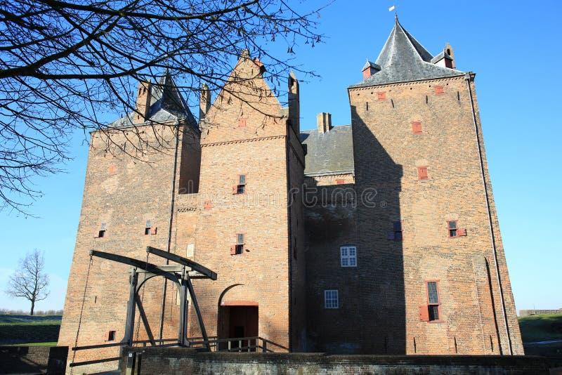Das historische Schloss Loevestein in der Provinz Gelderland, die Niederlande lizenzfreie stockbilder