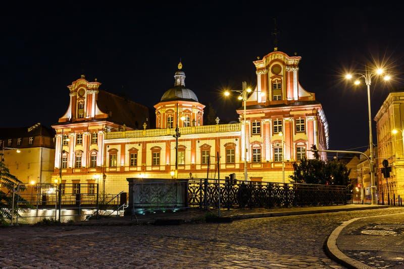 Das Hochschulgebäude in Breslau nachts, Polen lizenzfreie stockbilder