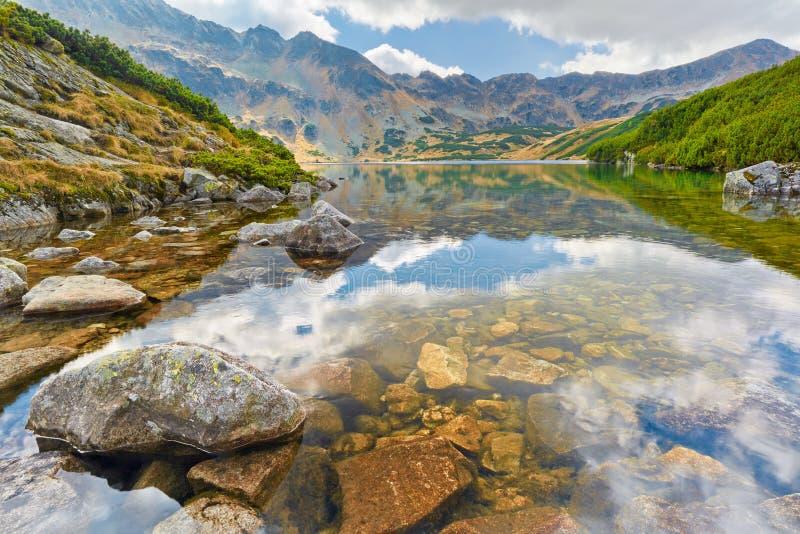 Das hohe Tatras Fünf polnisches Teich-Tal karpaten stockfoto