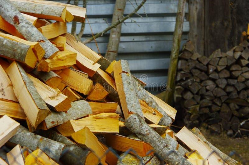 Das Holz für den russischen Ofen stockfotografie