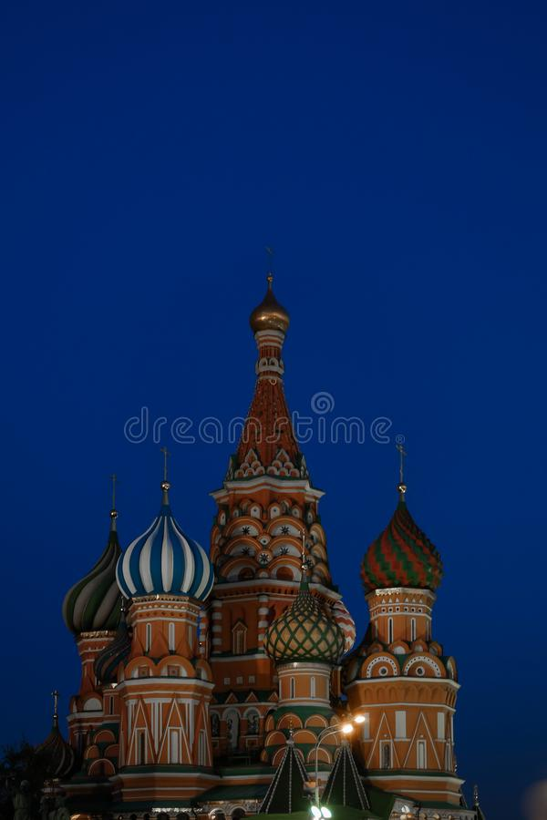 Das Iconing St. Basil Cathedral, Moskau in der Dämmerung stockfotografie