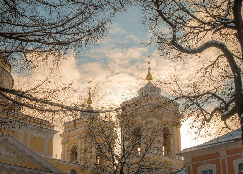 Das Ipatiev-Kloster ist ein männliches Kloster, aufgestellt auf der Bank des Kostroma-Flusses gerade gegenüber von der Stadt von  stockfoto