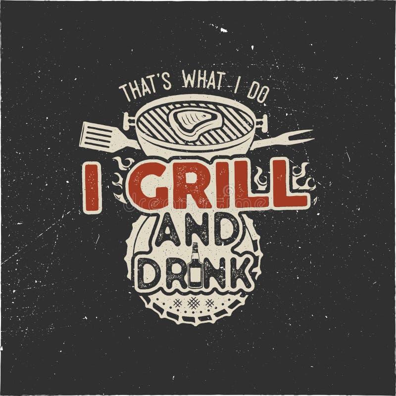 Das ist, was ich ich trinke und Grillsachen Retro- bbq-T-Shirt Design tue Gezeichnetes Grillt-stück der Weinlese Hand, Emblem für lizenzfreie abbildung