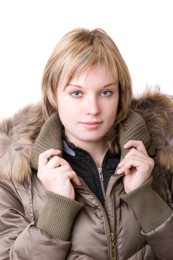 Das junge Mädchen in einer Jacke lizenzfreie stockfotografie