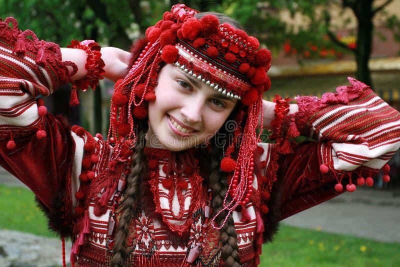 Das junge ukrainische Mädchen lizenzfreie stockfotografie