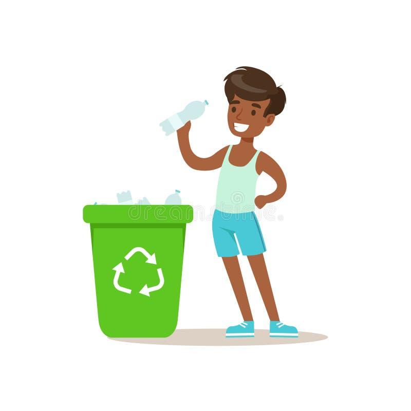 Das Jungen-Werfen bereiten Plastik-Botlles im Abfalleimer auf, der in umweltfreundlichem draußen im Garten arbeiten Teil von Kind lizenzfreie abbildung