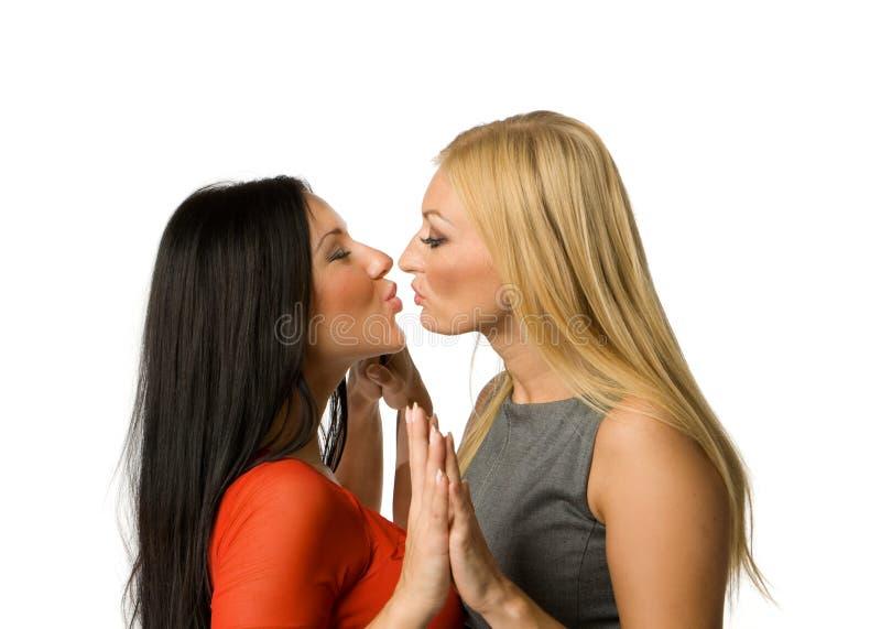 Das Küssen der Freundinnen trennte lizenzfreies stockfoto