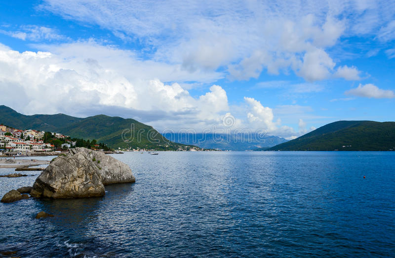 Das Küstenteil des Erholungsortes von Herceg Novi, Montenegro stockbild