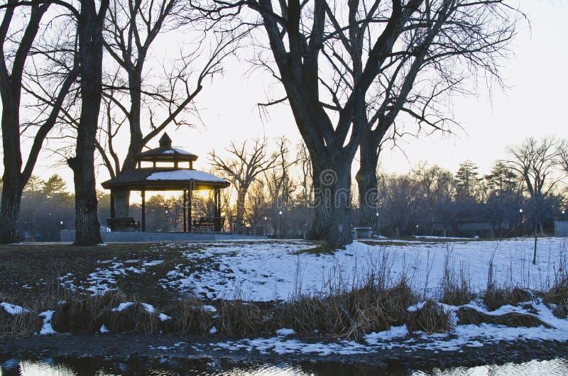 Das kalte Picknick sind im Stadtpark lizenzfreie stockfotos