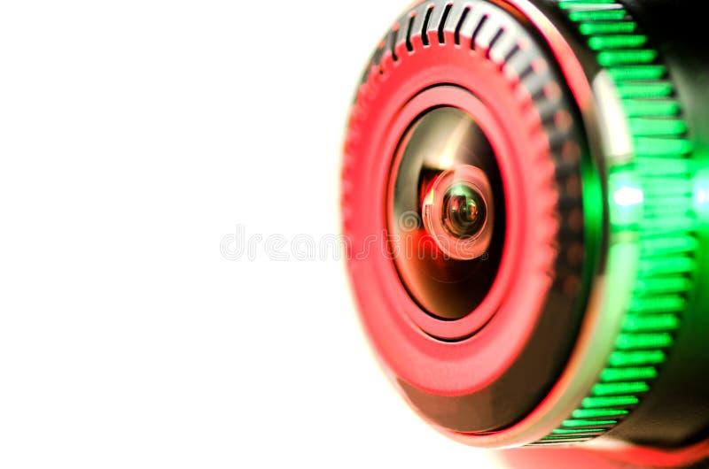 Das Kameraobjektiv mit farbigem Licht, Bild lokalisiert auf weißem Ba lizenzfreies stockfoto
