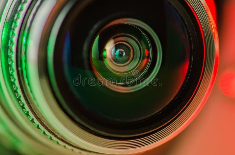 Das Kameraobjektiv und das leicht- Grün - Rot lizenzfreies stockfoto