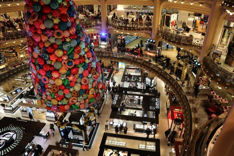 Das Kaufhaus des Galeriela fayette, in der Mitte von Paris Dezember 2018 stockbilder