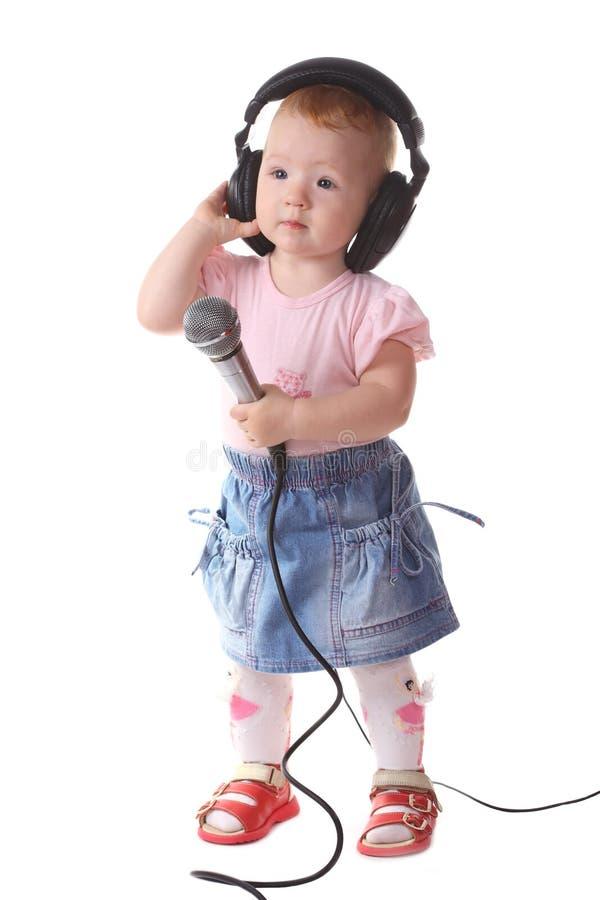 Das Kind hört Musik stockfoto