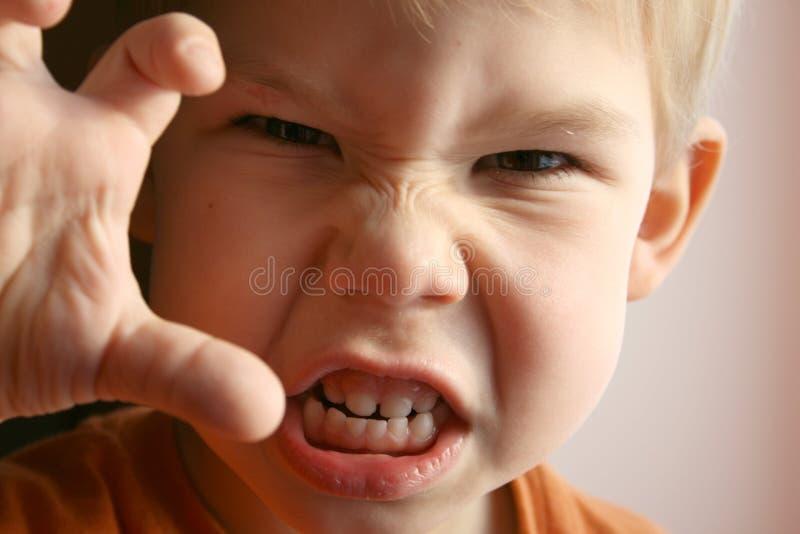 Das Kind im Zorn. lizenzfreie stockfotografie
